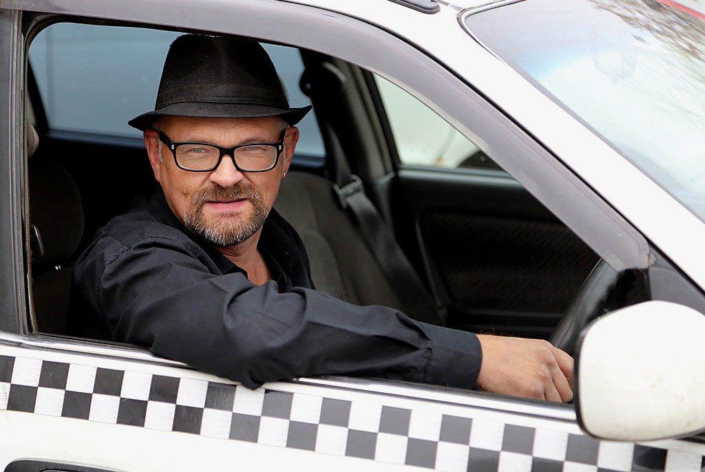 Самозанятый таксист и легализация