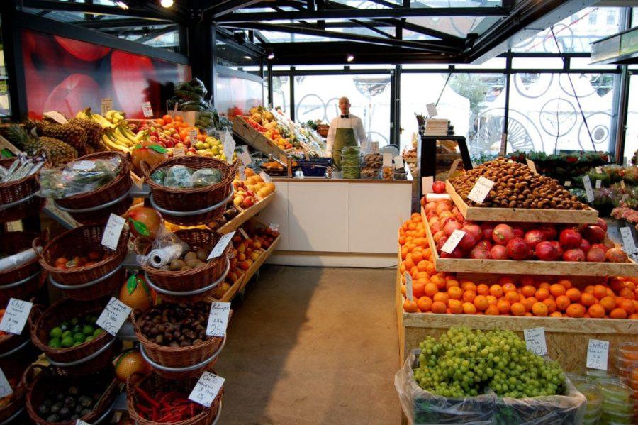 Предприниматель торгующий овощами