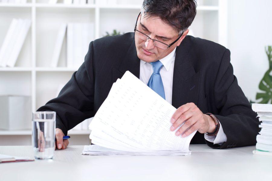 Директор подписывает соглашение